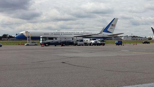Air Force 2 laskeutui Helsinki-Vantaalle