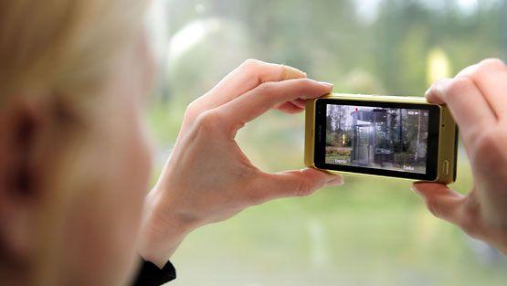 Nokia esitteli uuden N8-älypuhelimensa 8.9.2010. (Lehtikuva)