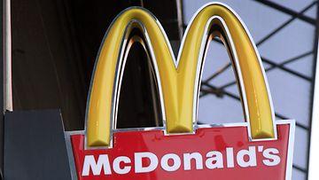 Hampurilaisravintola McDonald'sin kyltti.