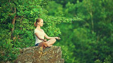meditoi,-metsä,-tyttö