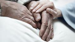 Sairaalapappi tukee kuolemansairaita – n�ihin asioihin el�m� kiteytyy