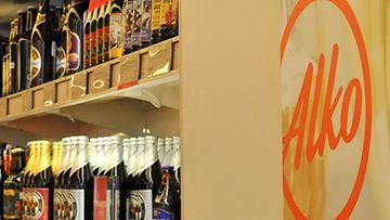 Alkoholiveron nosto ja alkuvuoden epävarmat talousnäkymät haittasivat Alkon myyntiä viime vuonna.