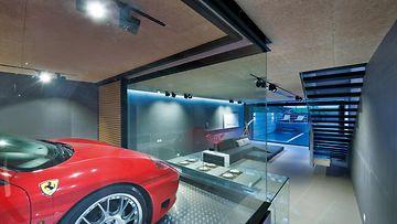 KUVAT: Mit� ihmett�? Kiinalaisasunnon olohuoneessa komeilee Ferrari