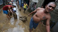 Raju myrsky Filippiineill� - sadattuhannet pakenevat tulvia