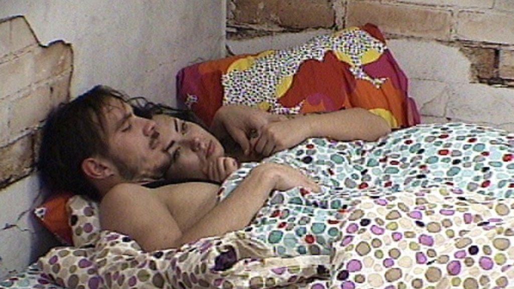 BB: Danilla ja Jennalla uskalias sessio - peitto heilui muiden nukkuessa