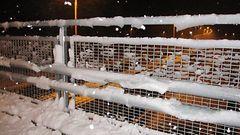 Autot liukastelleet lumisateessa – keli huono osassa Keski- ja It�-Suomea