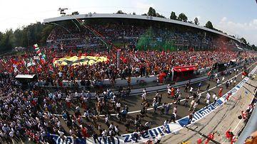 Yleisöä Monzassa