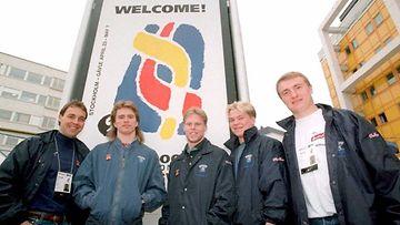 1995: Hannu Virta, Marko Kiprusoff, Saku Koivu, Petteri Nummelin ja Jere Lehtinen Globenin maisemissa.