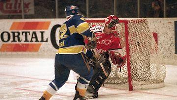 1992: Kiekko-Espoo nousi SM-liigaan. Jere Lehtinen syötti 5. karsintaottelun ratkaisuosuman, jonka viimeisteli Tero Lehterä.
