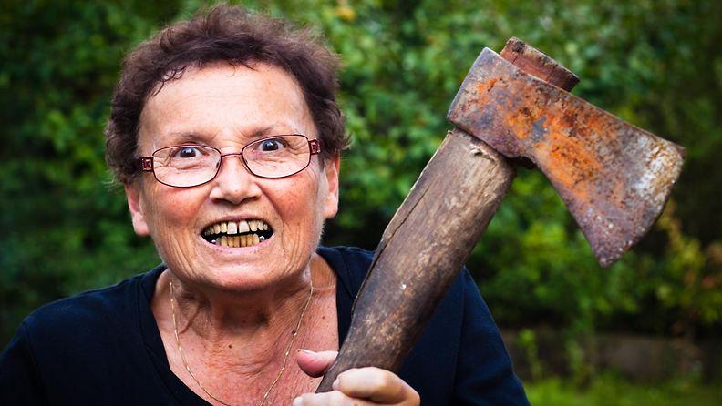 vihainen nainen