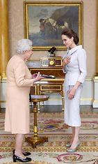 Kuningatar Elisabet Angelina Jolie (1)