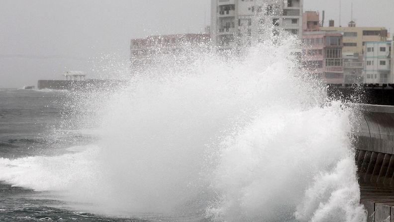 Taifuuni lähestyy Japania 11.10.2014