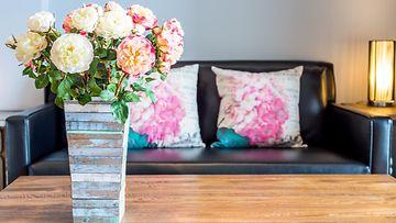 olohuone, kukat, sohva