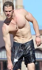 Chris-Hemsworth-paidaton-shortsit