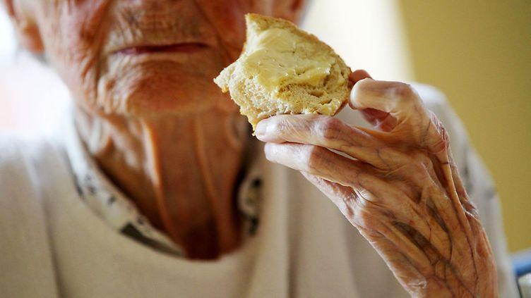 Kun vanhukselta katoaa ruokahalu – neuvot auttamiseksi