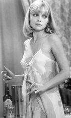 Michelle-Pfeiffer-Scarface-1983