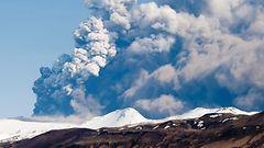 Islannin tulivuorenpurkaus laskee myrkkykaasuja - jättimäisen tuhkapilven vaara olemassa