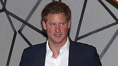 Hurmuriprinssi Harry vietti iltaa naisporukassa
