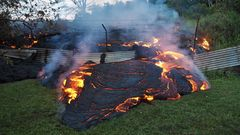 VIDEO: Yli 900 asteen tulipätsi jyrää vastustamattomasti Havaijilla