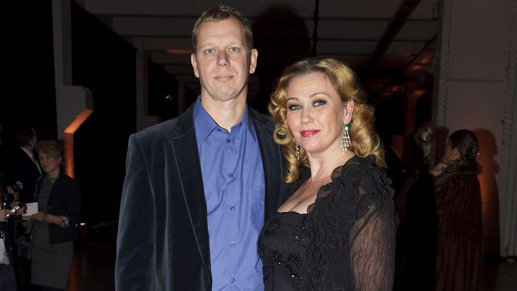 Outi Mäenpää tuomittiin pikavauhdilla avioeroon