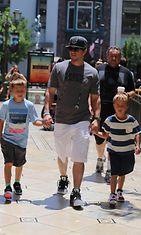 Mark Wahlberg vei lapsensa elokuviin.  Copyright: All Over Press. Photographer: BSA/ZOJ.