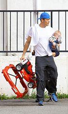 Näyttelijä Josh Duhamel ja vauva Axl viihtyvät yhdessä. Copyright: All Over Press. Photographer: FOCU.