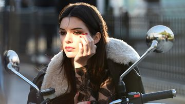 Kendall%20Jenner_Behind%20the%20scenes_171114[1]