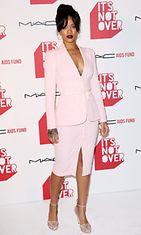 Rihannan-vaaleanpunainen-asukokonaisuus-mykisti