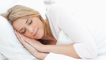 Nukkumisasento-vaikuttaa-ryppyjen-laatuun
