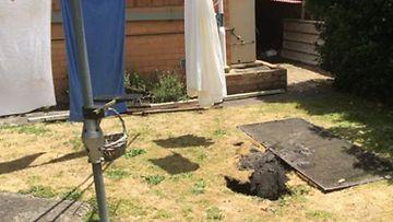 Kuvat: Maa nielaisi pyykkej� ripustaneen naisen Australiassa