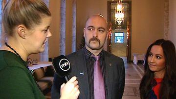 Avioliittolaki tukki kansanedustajien s�hk�postit