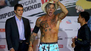 62-vuotias n�yttelij� palasi nyrkkeilykeh��n
