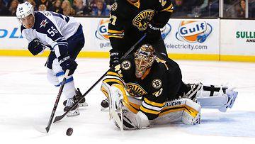 NHL:n y�n suomalaiset: Rask torjui t�hdist��n