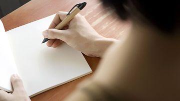 Aloita-puhtaalta-pöydältä-ja-kirjoita-haaveesi-ylös