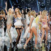 Victoria's Secret -muotinäytöksen aikana nähtiin toinen toistaan kauniimpia asuja. Copyright: All over Press. Photographer: FACUNDO ARRIZABALAGA.