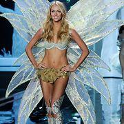 Victoria's Secret -muotinäytöksessä on myös hulppeat lavasteet. Kuvassa Lindsay Ellingson. Photographer: FACUNDO ARRIZABALAGA.