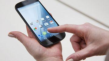 27505983 Kahden näytön älypuhelin YotaPhone 2