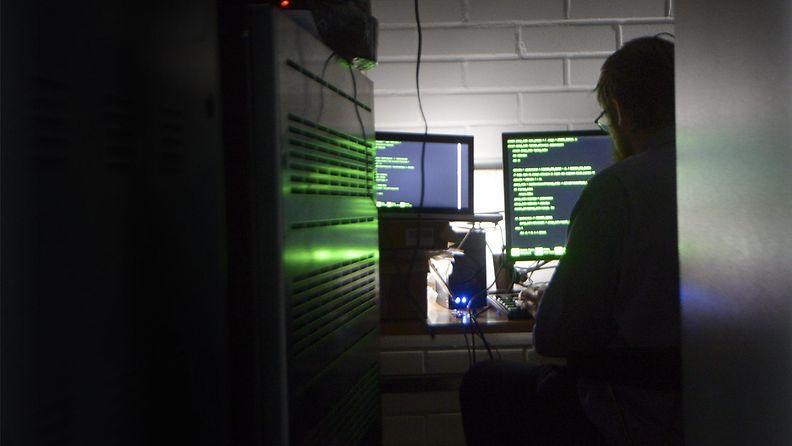 hakkerointi hakkeri tietokone tietovuoto tietomurto it akt