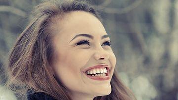 Naisen-kannattaa-hymyillä-paljon