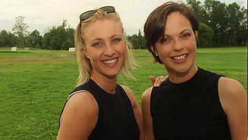 Anna-Liisa Tilus ja Vanessa Forssman SAS Invitational 2000 kilpailun jälkeen Talin golfkentällä.