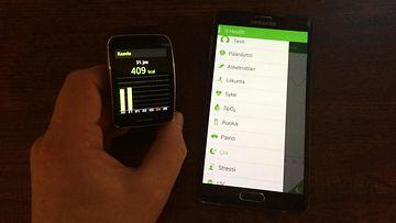 Samsung Gear S -älykello ja Galaxy Note 4 -phabletti