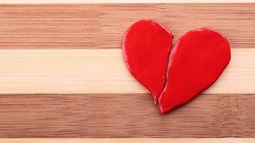 Särkynyt sydän lattialla