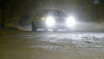 huono sää ilma keli liikenne auto lumi pyry