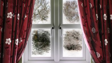 verhot talvi-ikkunassa