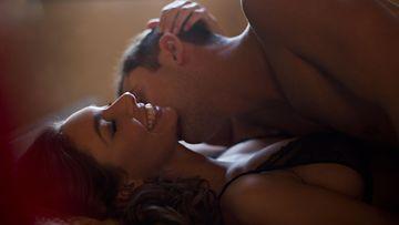 Pariskunta harrastaa seksiä 2