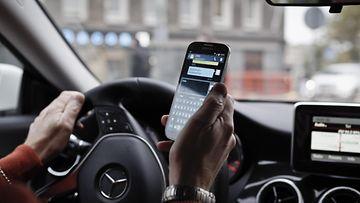 kännykkä autoilu