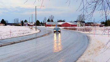Liukas pääkallokeli 31. joulukuuta 2014 Lohtajalla. Lukijan kuva: Matti Hietala