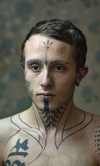 Brittiläinen Jack Denny tatuoi kulmakarvansa 18-vuotiaana. Nyt hän suunnittelee tatuoivansa silmänsä. Kuvituskuva.