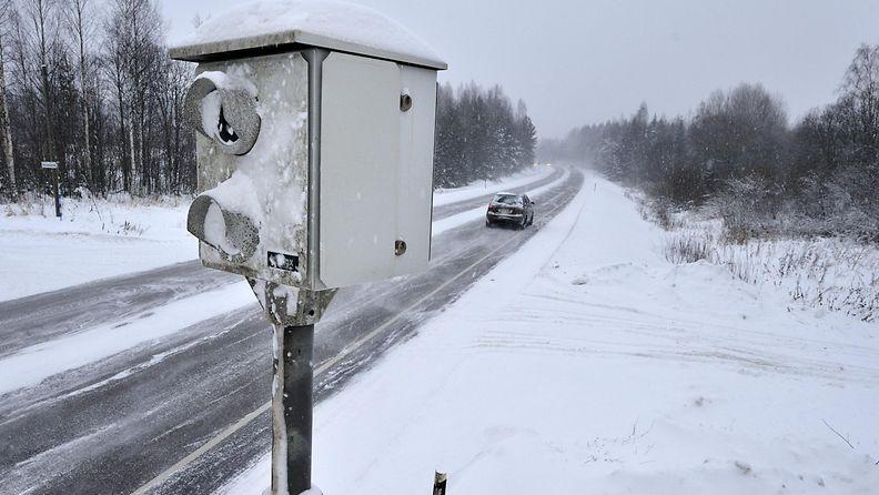 nopeuskamera ylinopeus kaahari talvi liikenne poliisi valvonta peltipoliisi