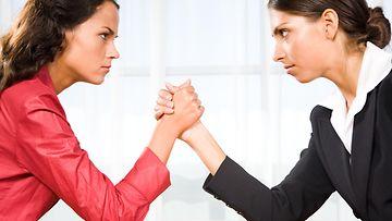 Naiset riitelevät